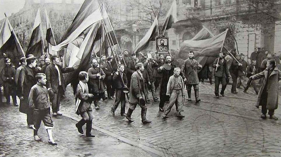 A cár atyuska képével felvonuló tüntetők Odessza utcáin.
