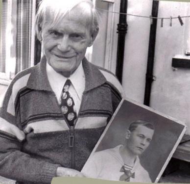 Az utolsó veterán. Ivan Beshoff, saját fiatalkori arcképével.