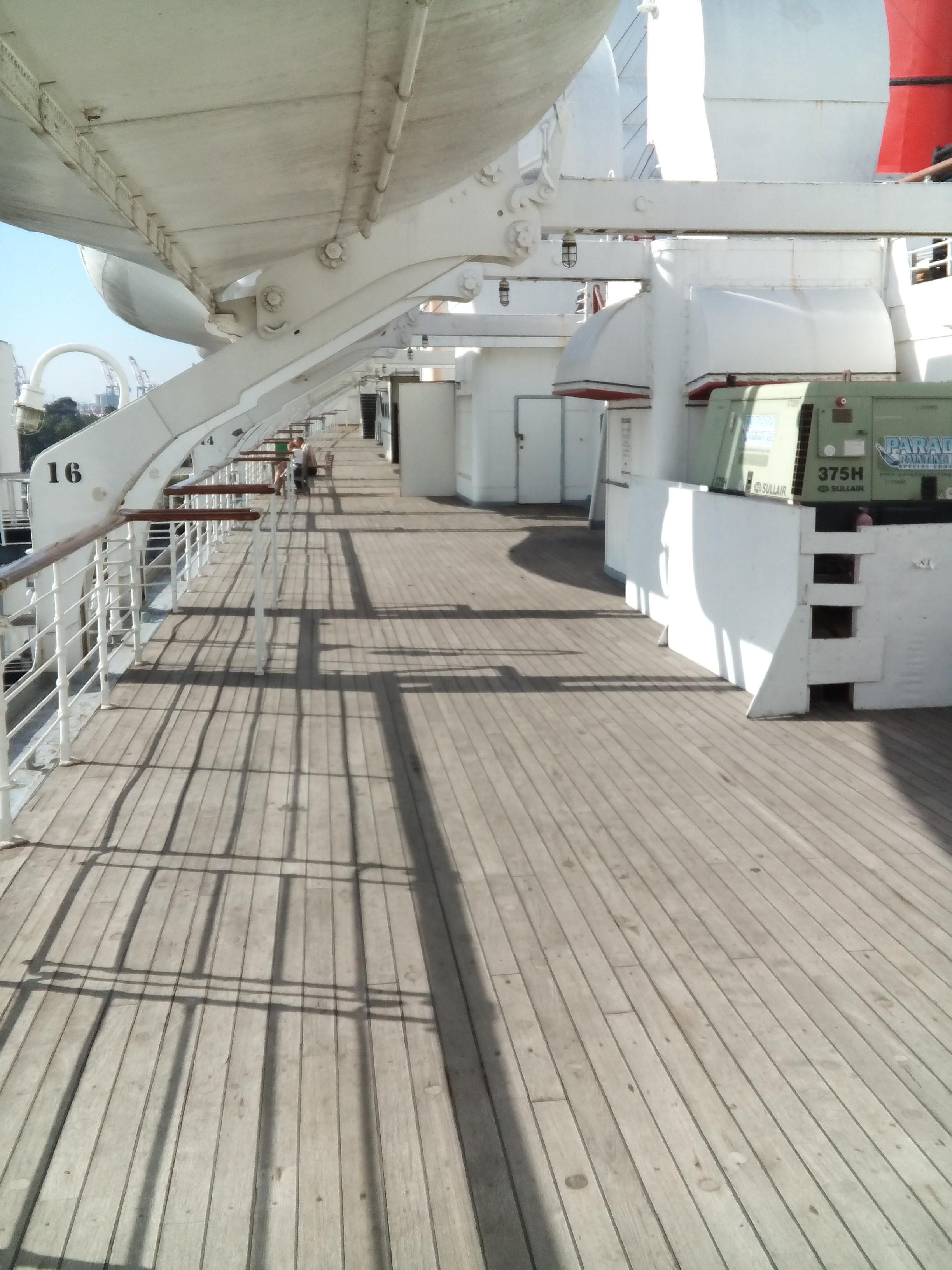 A napozó fedélzet (sun deck).