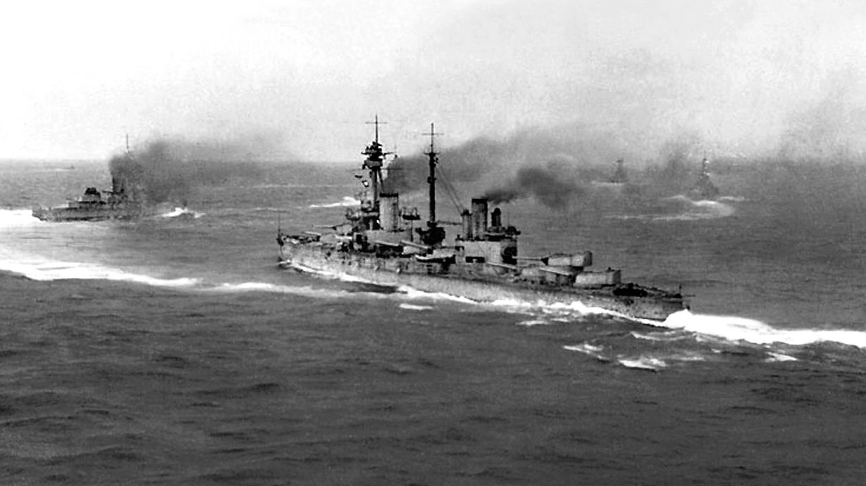 Két, török megrendelésre készült csatahajó egy képen, de már angol szolgálatban. Az előtérben az Agincourt, előtte az Erin.