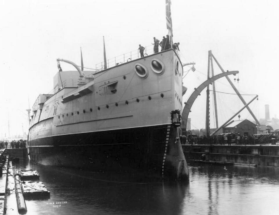 A Majestic osztály nyolcadik hajója, a Caesar, a vízrebocsátás után.