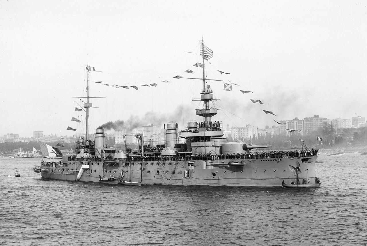 Egy Liberté osztályú csatahajó, a Justice.
