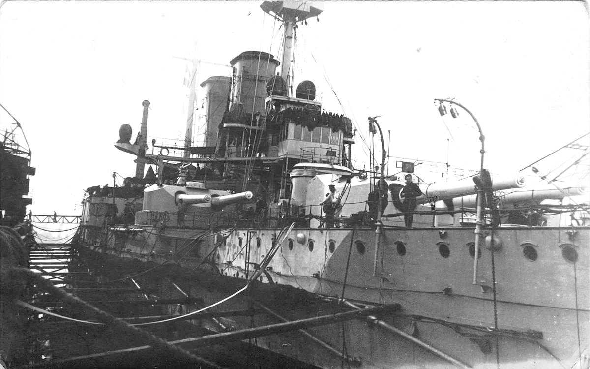 A Radetzky testvérhajója, a Zrínyi, szárazdokkban.