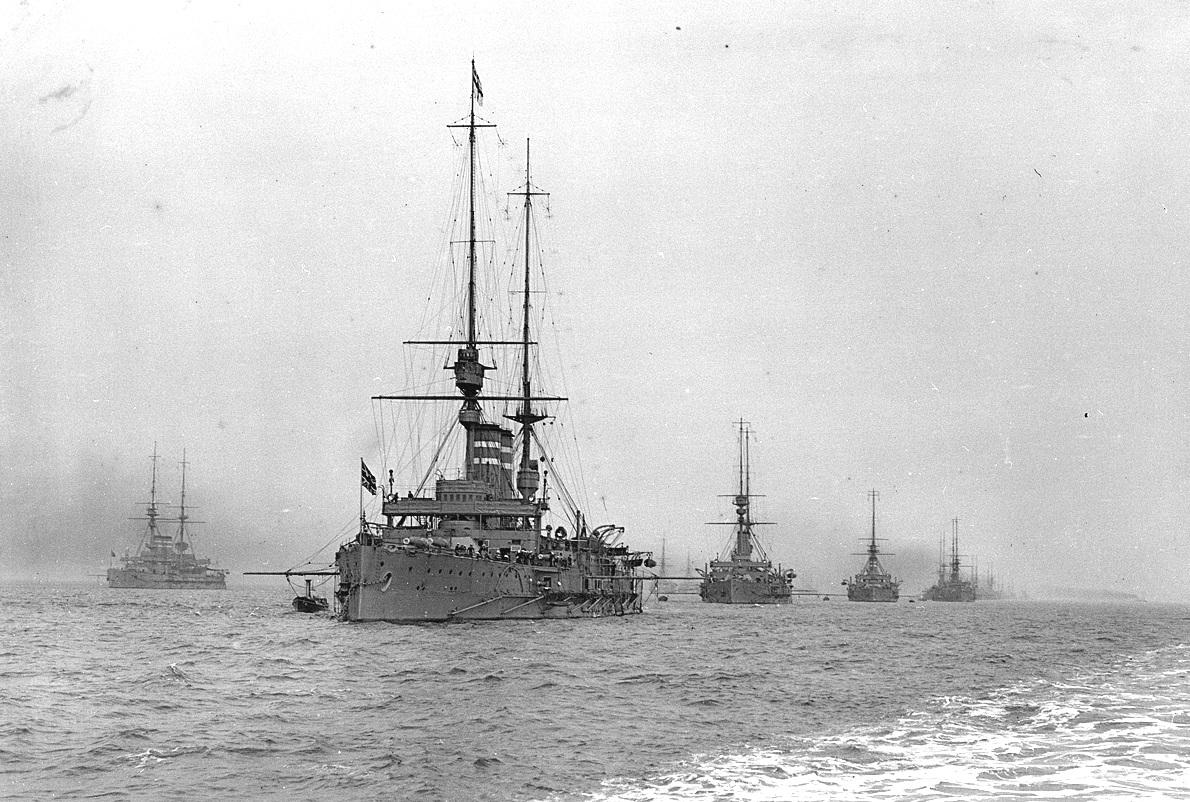 Angol csatahajók a háború előtt.