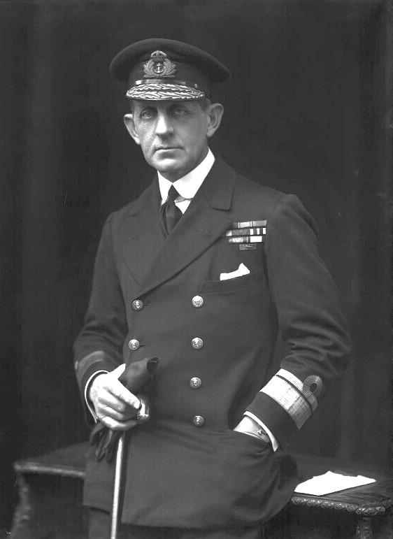 Sir William Edmund Goodenough, az angol könnyűcirkálók parancsnoka.