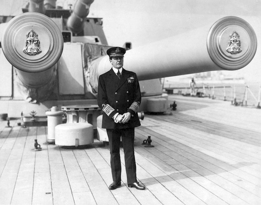 Beatty dicsősége teljében,flottaparancsnokként a Queen Elizabeth ágyúi előtt.