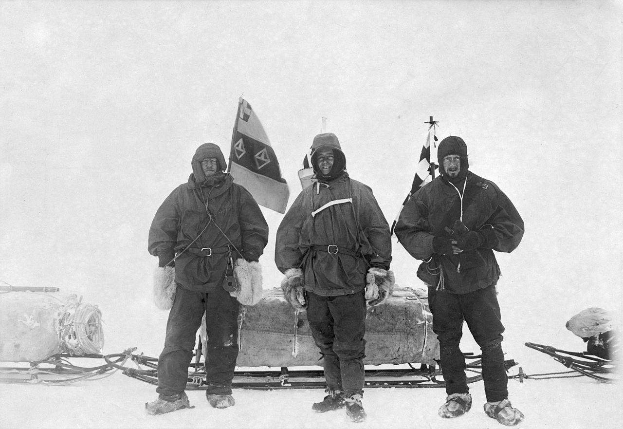 Shackleton, Scott, és Wilson. Itt még barátságban, a Discovery expedíció idején.