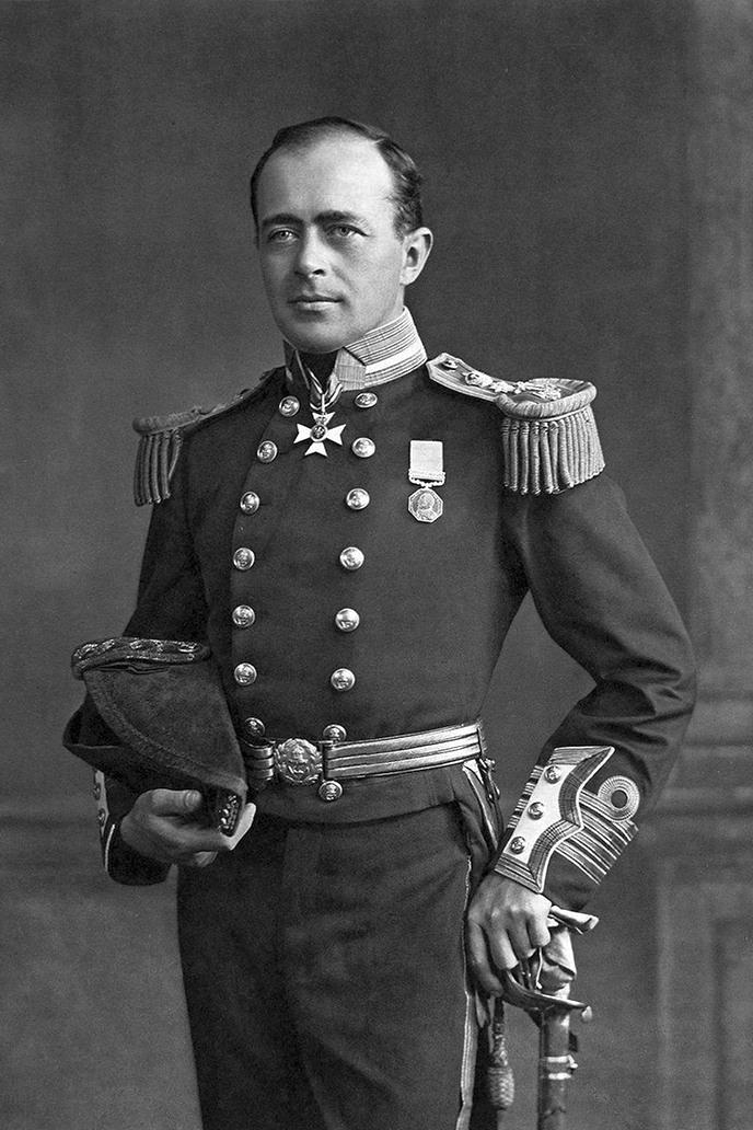 A Royal Navy kapitánya, dicsősége teljében.