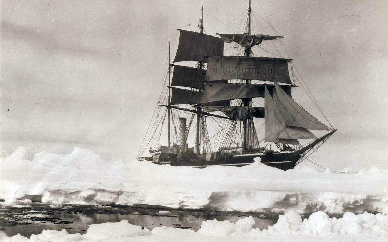 A Terra Nova a jégtáblák között.