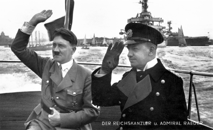 Amikor még teljes volt az egyetértés. Hitler és Raeder egy háború előtti flottaszemlén.