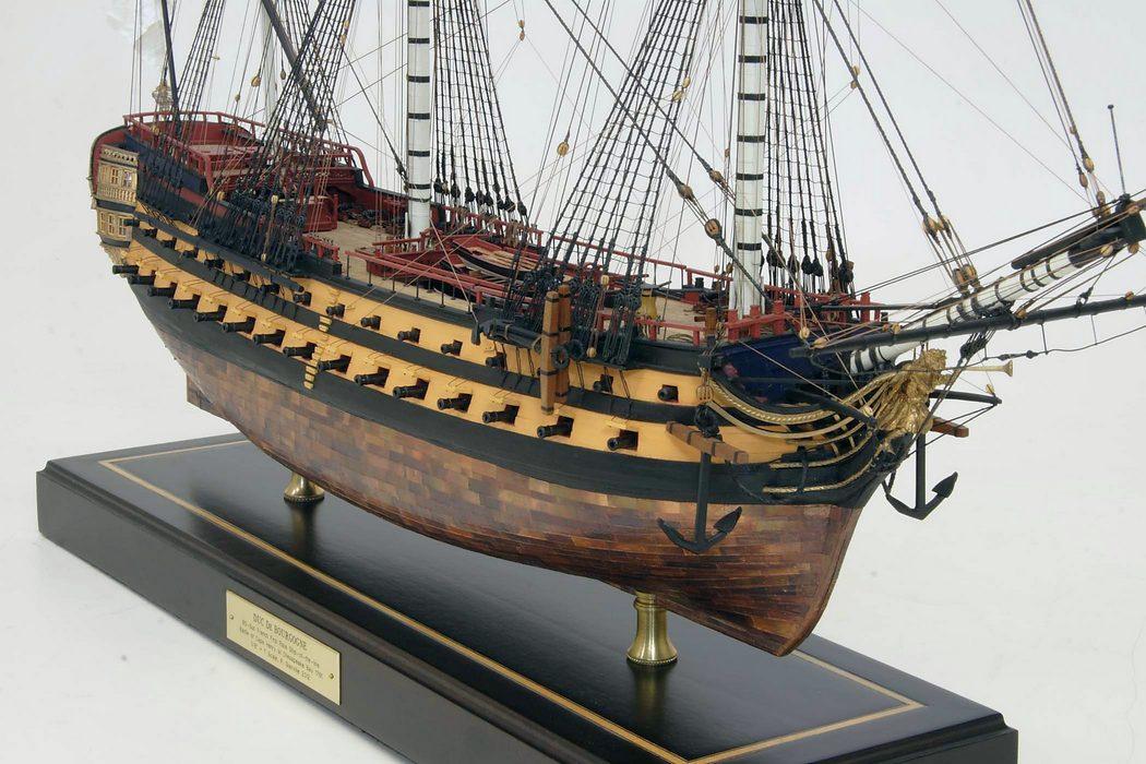 Egy 80 ágyús francia sorhajó, a Duc de Bourgogne modellje