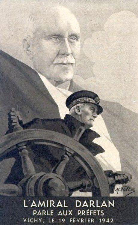 Az obligát kormánykerekes plakát, ezúttal Darlan-nal és Pétain-el.