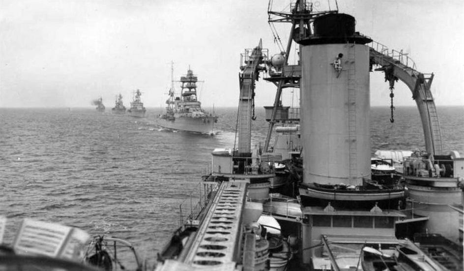 A flotta cirkálói egy háború előtti hadgyakorlaton.
