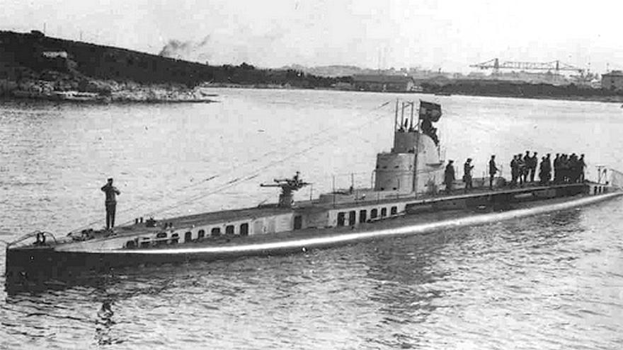 Az U-14, az átépítések után, az új toronnyal.
