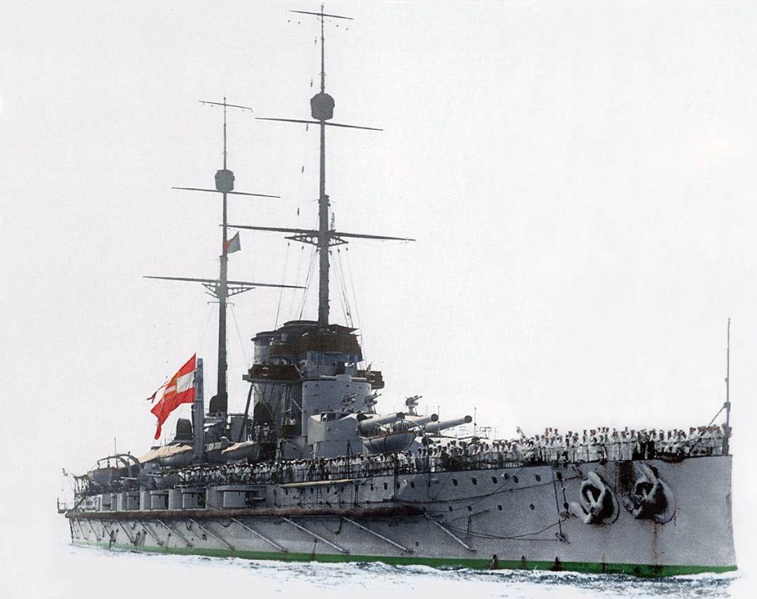 A fő célpont, a Viribus Unitis. A képen közvetlenül a háború előtt, a lobogó Ferenc Ferdinánd halála miatt van félárbocra engedve.