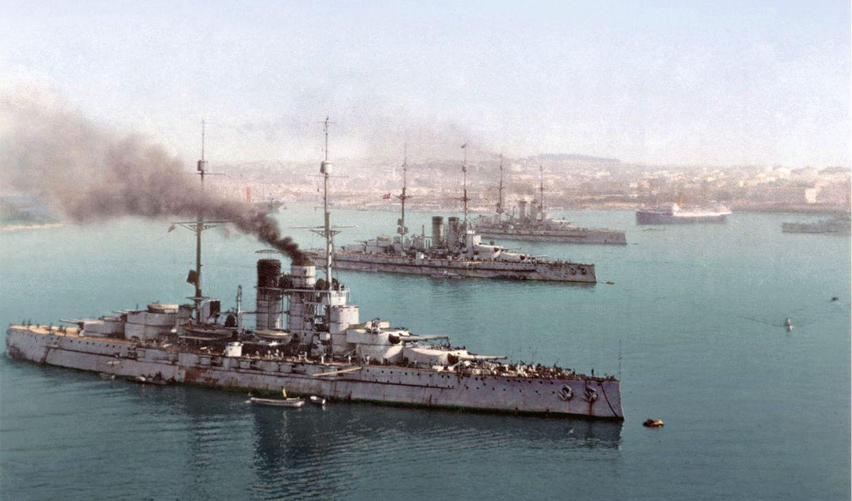 Az áhított zsákmány, a Polában horgonyzó o-m dreadnoughtok. Elöl a Szent István.