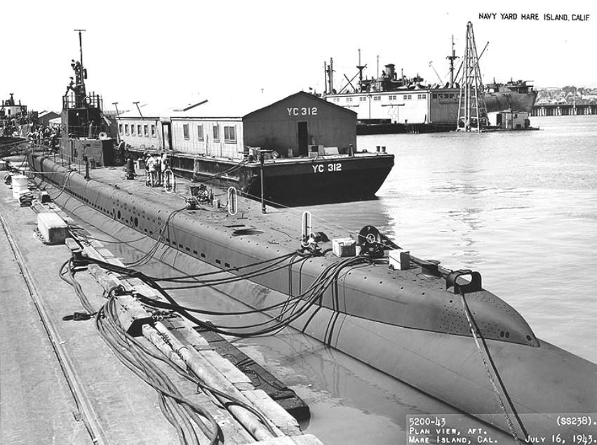 A nagyjavításon levő Wahoo San Franciscóban, 1943 júliusában.