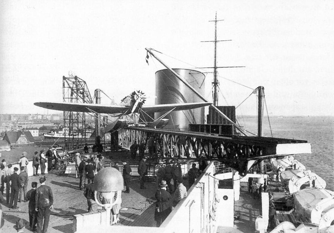Katapultpróba a Bremen utasszállító fedélzetén.
