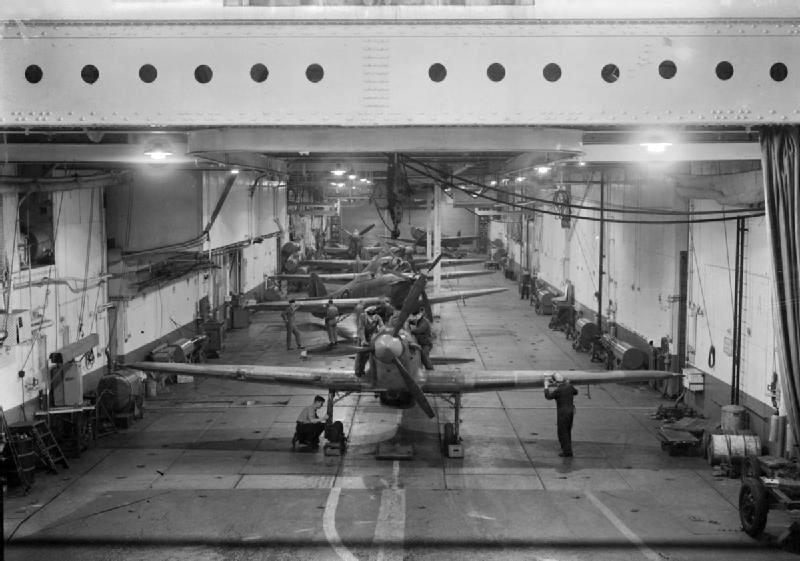 Az angol Argus hangárfedélzete. Hasonló lehetett volna a Graf Zeppeliné is.