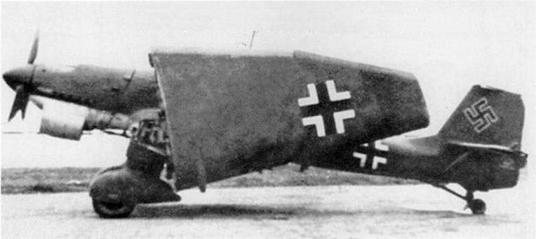 Felhajtott szárnyú Ju-87 oldalról.