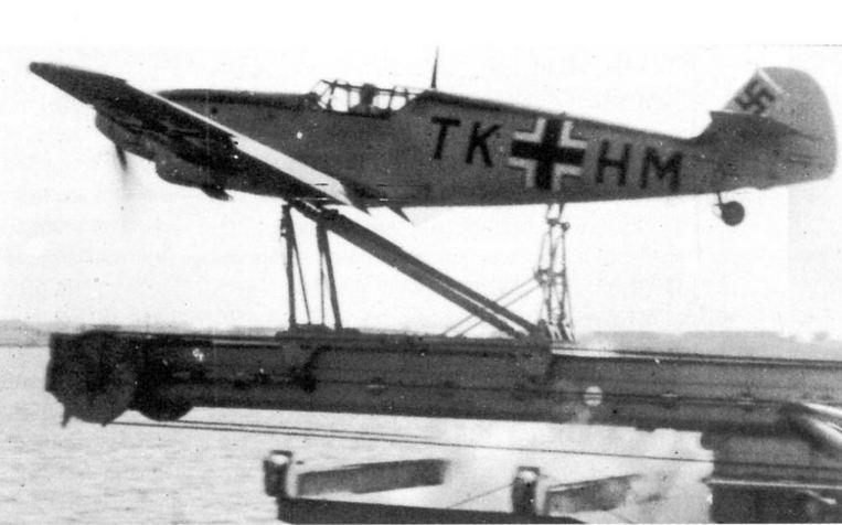 Katapultpróba egy Me-109T vadászgéppel.