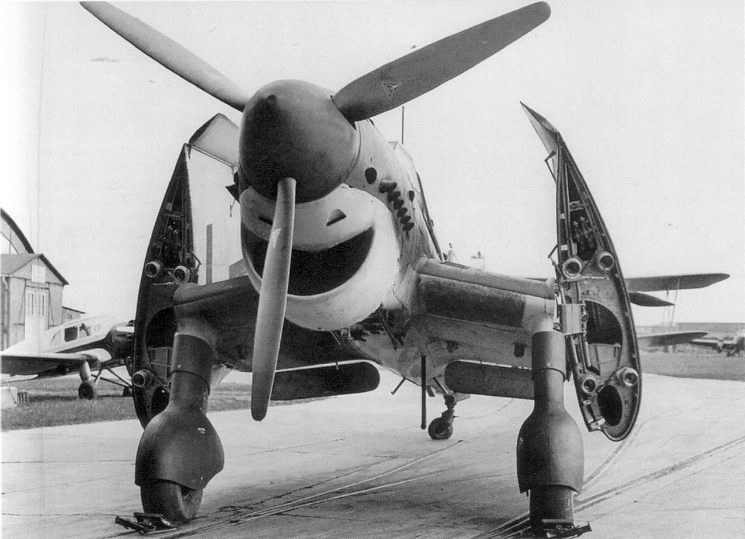 Ju-87C felhajtott szárnyakkal.