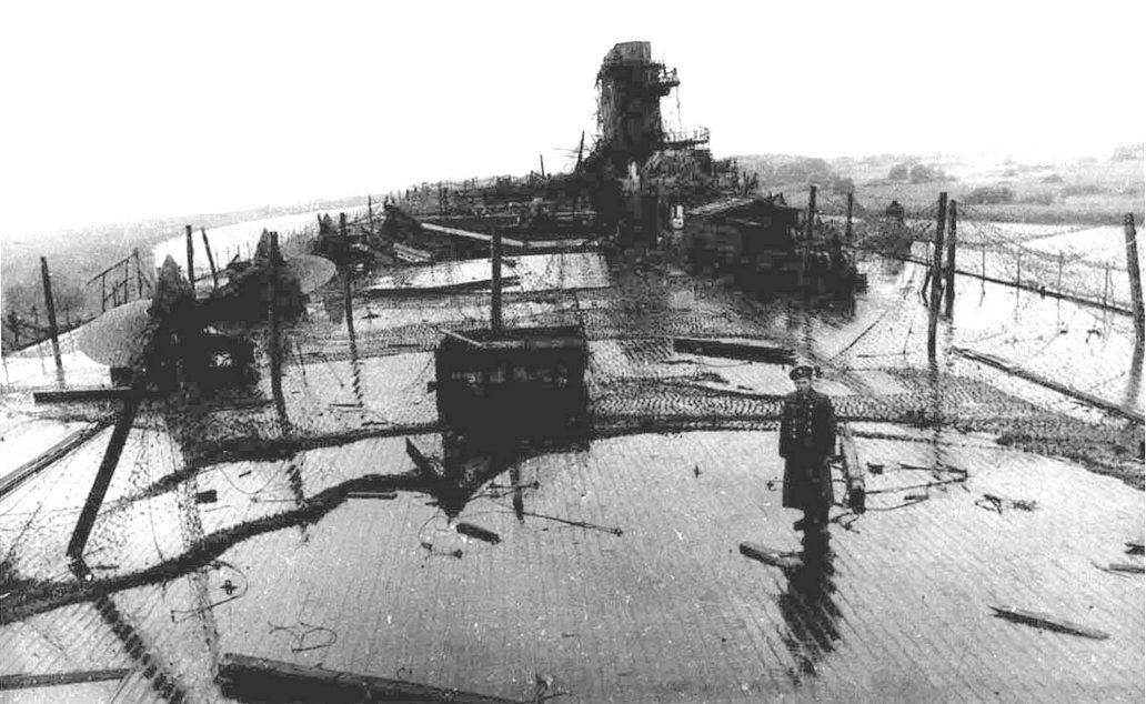 Orosz katona a Zeppelin fedélzetén, 1945 végén.