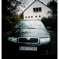 Min bil innan kulturella centrum ett svenskt byn.