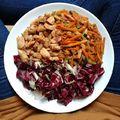 Nálunk így néz ki egy színes őszi #ebéd: karamellizált csirkemell, szójás sült zöldségek (sárgarépa, cukkini) és friss saláta