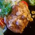 Fokhagymás pulykamell friss salátával