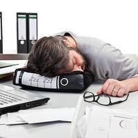 Mi a baj a munkahelyi szundikálással?