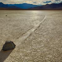 Megoldották a vándorló kövek rejtélyét