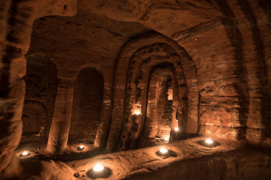 rabbit-hole-700-year-old-secret-knights-templar-cave-network-7-58c006ef6b359_880.jpg
