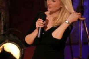Szente-Veres Adrienn női humorista