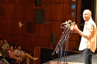 Humorista interjú: Csenki Attila