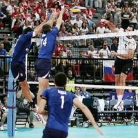 Csehország és Szlovákia tovább menetel