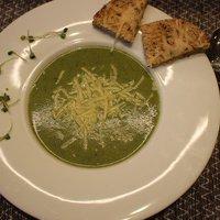 Bazsalikomleves parmezánnal - avagy egy nagyon zöld, de nagyon finom leves