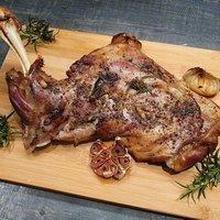 Rozmaringos, fokhagymás báránycomb egyben sütve