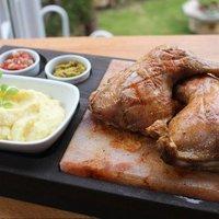 Sótéglán grillezett csirkecombok