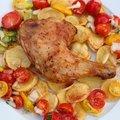 Néha a legegyszerűbb ételek a legjobbak - Grillezett csirkecombok bazsalikomos paradicsomsalátával