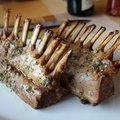 Sült, rozmaringos és kakukkfüves báránybordák spenótos burgonyákkal