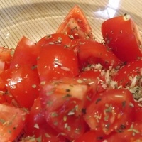 Fokhagymás paradicsom saláta
