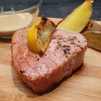 Tonhal steak rózsabors mártással és steak burgonyával