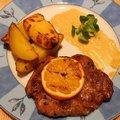 Narancsos pácban érlelt, grillezett tarják steak burgonyákkal és mártással