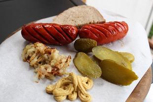 Debreceni páros grillen, sült hagymákkal - avagy egy szuper vasárnapi reggeli