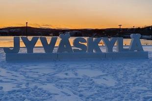 Szakadó hó, szikrázó napsütés, Palak paneer, jégkorong, finn pizza és utazás haza - avagy az utolsó két nap Jyväskylä-ban