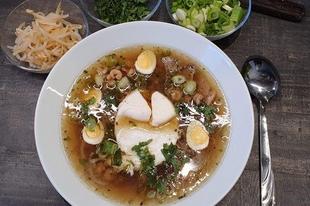 Vietnámi pho leves kacsamellel és koktélrákokkal