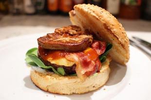 E heti kedvencünk - Sült kacsamájas grill burger kéksajt mártással