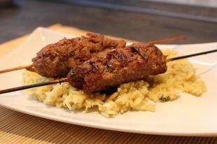 Bárány-kebab korianderes piláffal