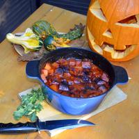 Halloween-vacsora: sütőtökös-babos-kolbászos fazék